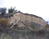 Červený kopec - celkový pohled na stěnu opuštěné cihelny, Pavla Tomanová Petrová, 2003
