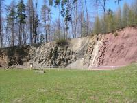 Skalní stěna za bývalým hornickým učilištěm (původně staveniště bunkru), Pavla Gürtlerová, 2003