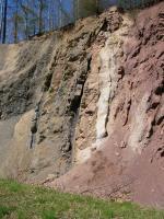 rozhraní křídy (světlé cenomanské glaukonitické pískovce) a permu (červené slepence a arkózovité pískovce), Pavla Gürtlerová, 2004