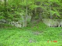 Celkový pohled na opuštěný lůmek při silnici  v České Metuji, Jiří Spíšek, 2002