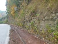 Skalní profil při silnici v údolí Ledhujky, Věra Plná, 2004