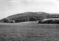 Sz. část Ještědského pohoří (Velký Vápenný). Pohled od Jitravy., Josef Svoboda, 1964