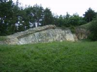 Masivní lavice řevnického křemence, postižená zlomem., Jakub Březina, 2008