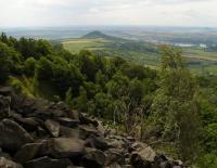 Kamenné moře na  západních svazích Plešivce, v pozadí Radobýl , Pavla Gürtlerová, 2009