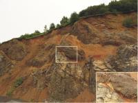 Styk alterované bazaltové lávy s redeponovaným klastickým materiálem hyaloklastckých brekcií., Pavla Gürtlerová, 2009