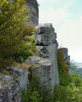 Sloupcovitá odlučnost čediče. Průměr sloupce  cca 1m.  Pod hradbami (severní část) na Krasíkově. , Pavla Gürtlerová, 2010