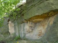 Výchozy arkózovitých pískovců kladenského souvrství ve svrchní části svahu., Pavla Gürtlerová, 2010