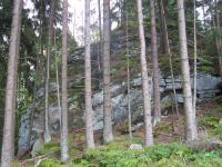 Část skalní hradby na kótě Myslivna 1040 m n.m, Jiří Rypl, 2004