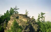 Skalní útvar byl modelován zejména mrazovým zvětráváním probíhajícím podél tektonických puklin v pleistocénu., Pavel Bokr, 2002