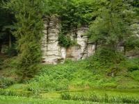 Skály v zámeckém parku. Transgresivní uložení křídových sedimentů přes proterozoické fylity. , Pavla Gürtlerová, 2011