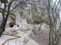 Vchod do jeskyně v jurských vápencích., Jiří Burda, 2012