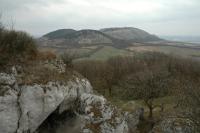 Pohled ze Sirotčího hrádku k severu na Pálavské vrchy (Děvín (550 m ) s věží vysílače)., Vladimír Žáček, 2012