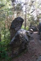 Pískovcová skalka s dokonalou ukázkou sloupcovité odlučnosti pískovce., Pavla Gürtlerová, 2012
