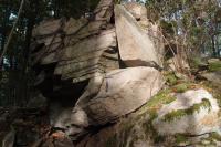 Skalky v muskovitických a sericiticko-muskovitických rulách bítešské skupiny moravika svratecké klenby.na s. okraji hřbetu Hrádky kóta 628 m., Pavla Gürtlerová, 2012