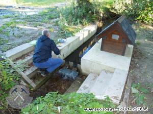 Terénní měření a odběr vzorků podzemních vod z významného pramene, lokalita Konětopy
