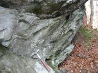 Chlorit-sericiké fylity, silně stlačené vrásy až izoklinální vrásy., Václav Kachlík, 2012