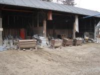 Matulův lom, zpracování kamene- obrubníky a dlažba, Anon, 2008