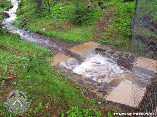 Měrný přeliv Povodí Ohře, s.p. na amfibolitovém povodí Na zeleném ve Slavkovském lese
