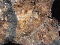 Detail kouřimské ortoruly, dvojslídná ortorula, převážně středně zrnitá, místy až hrubozrnná. Pokud není navětralá je světlá, nažloutlá až načervenalá, bohatá draselným živcem., Václav Ziegler, 2014