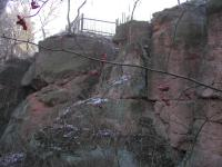 skalní výchozy nevytříděných valounovitých  slepenců nýřanského souvrství, místy šikmé (nízkoúhlé) nebo korytovité zvrstvení, Marcela Stárková, 2003