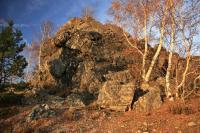 Odolný buližníkový skalní hřbet tvoří v krajině přirozené vyhlídkové místo., Motyčková Kamila - Šír Jiří, 2014