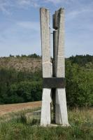 Mezinárodní stratotyp hranice mezi silurem a devonem představovaný nepřerušeným sledem v hraničních vrstvách. Detail památníku., Motyčková Kamila - Šír Jiří, 2007