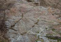 Výchoz proterozoického silicitu se zachovalými plochami ohlazených mořskou abrazí., Markéta Vajskebrová, 2016