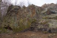 Výchoz proterozoického silicitu dříve těžený malým lůmkem., Markéta Vajskebrová, 2016