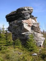 Šest izolovaných skalních věží o rozměru až 5x7 m a výšce 8 m, vytvořených v kvarcitech devonského) stáří. , Radek Mikuláš, 2007