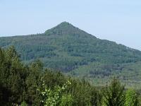 Krajinná dominanta (696 m n. m.), nápadná svým kuželovitým tvarem se čtyřsetmetrovým převýšením proti údolí Ploučnice. , Dominik Rubáš, 2015