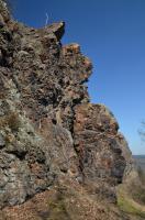 Výrazný skalní hřbet ze svrchněordovických řevnických pískovců stáří beroun, součást libeňského souvrství., Motyčková Kamila - Šír Jiří, 2015