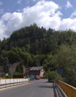 Pohled na Vojkovickou skálu z mostu přes Ohři., Pavla Gürtlerová, 2017