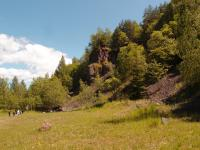 Velký stěnový dvouetážový lom v andezitoidech (melafyrech), dnes již mimo těžbu, s výškou stěny více než 20 m a délkou 270 m., Markéta Vajskebrová, 2017