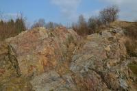 Nápadný skalní výchoz proterozoického silicitu., Motyčková Kamila - Šír Jiří, 2015