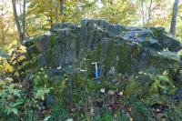 Výchozy nefelinického bazanitu na hřbetě Dymníku, skalka s instruktivně vyvinutým vějířovitým uspořádáním sloupců., Pavla Gürtlerová, 2017