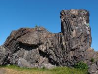 Skalní útvar Kočka (271 m) vznikl částečným odtěžením třetihorního magmatického tělesa, které proniklo do křídových slínovců., Markéta Vajskebrová, 2018