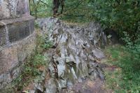 Skály nefelinického bazanitu u rozhledny na Dymníku, Pavla Tomanová Petrová, 2018