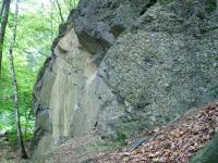 Lom odkrývá sřednozrnné droby střídající se s lavicemi hrubozrnných polymiktních slepenců., Jiří Otava, 2005