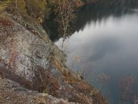 Opuštěný zatopený lom v hadcovém tělese a s odkryvy eklogitu., Markéta Vajskebrová, 2019
