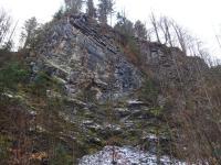 Panský lom - opuštěný lom, kde se těžily prvohorní vápence. Jihovýchodní stěna s provrásněnými vrstvami., Markéta Vajskebrová, 2020