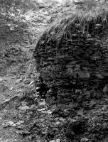 Smečenský kaňon. Opukový bok kaňonu v horní části - křída., Rudolf Hylský, 1950